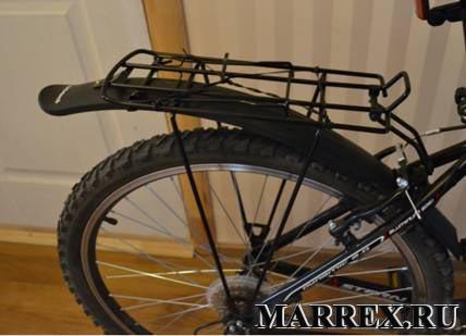 Смонтированный багажник на велосипеде stern dynamic 2.0.